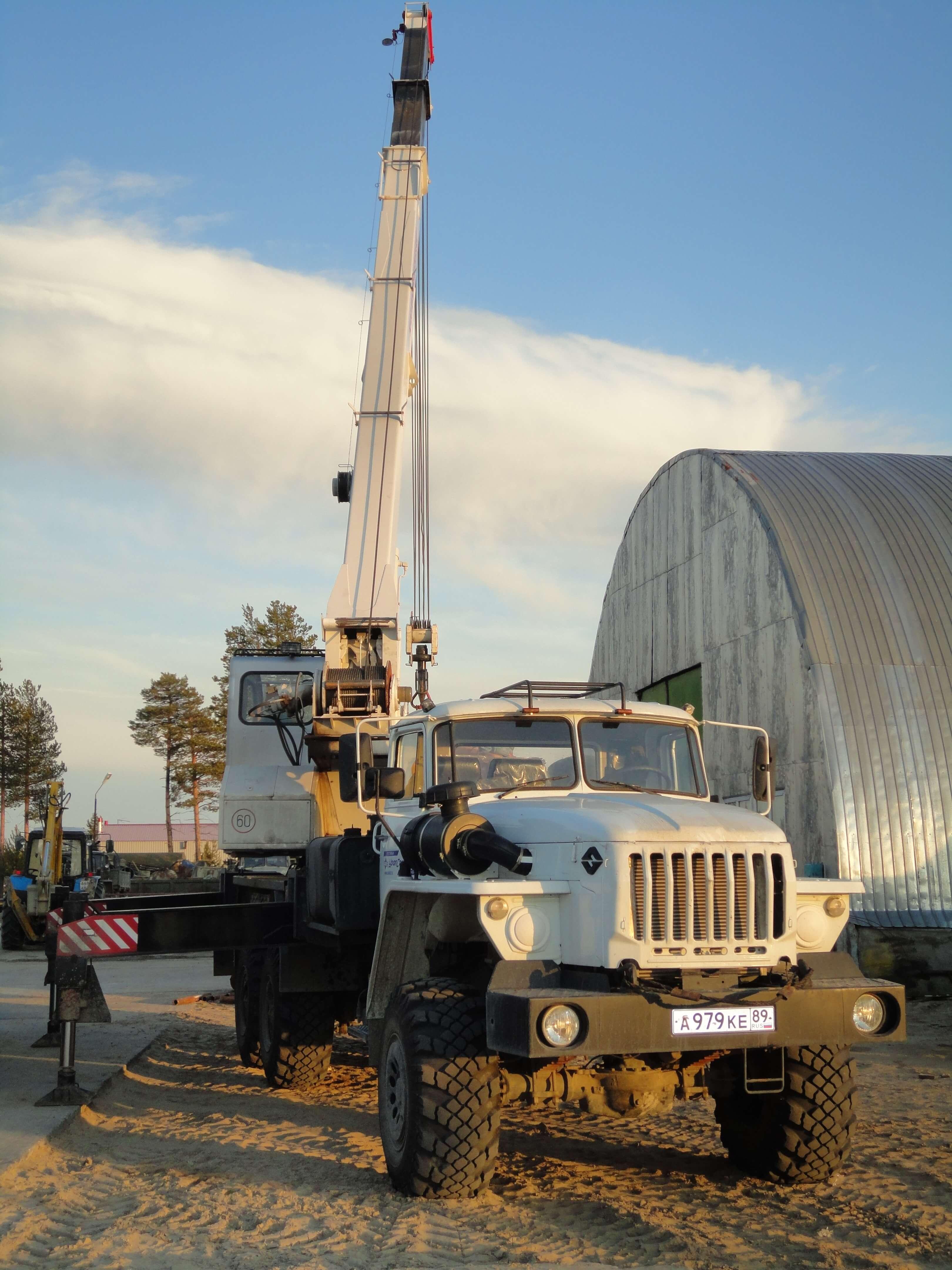 Автокран УРАЛ грузоподъемность 25 тонн