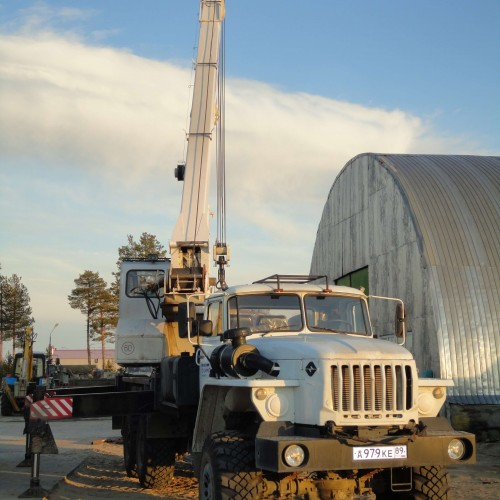 Автокран УРАЛ грузоподъемность 25 тонн.