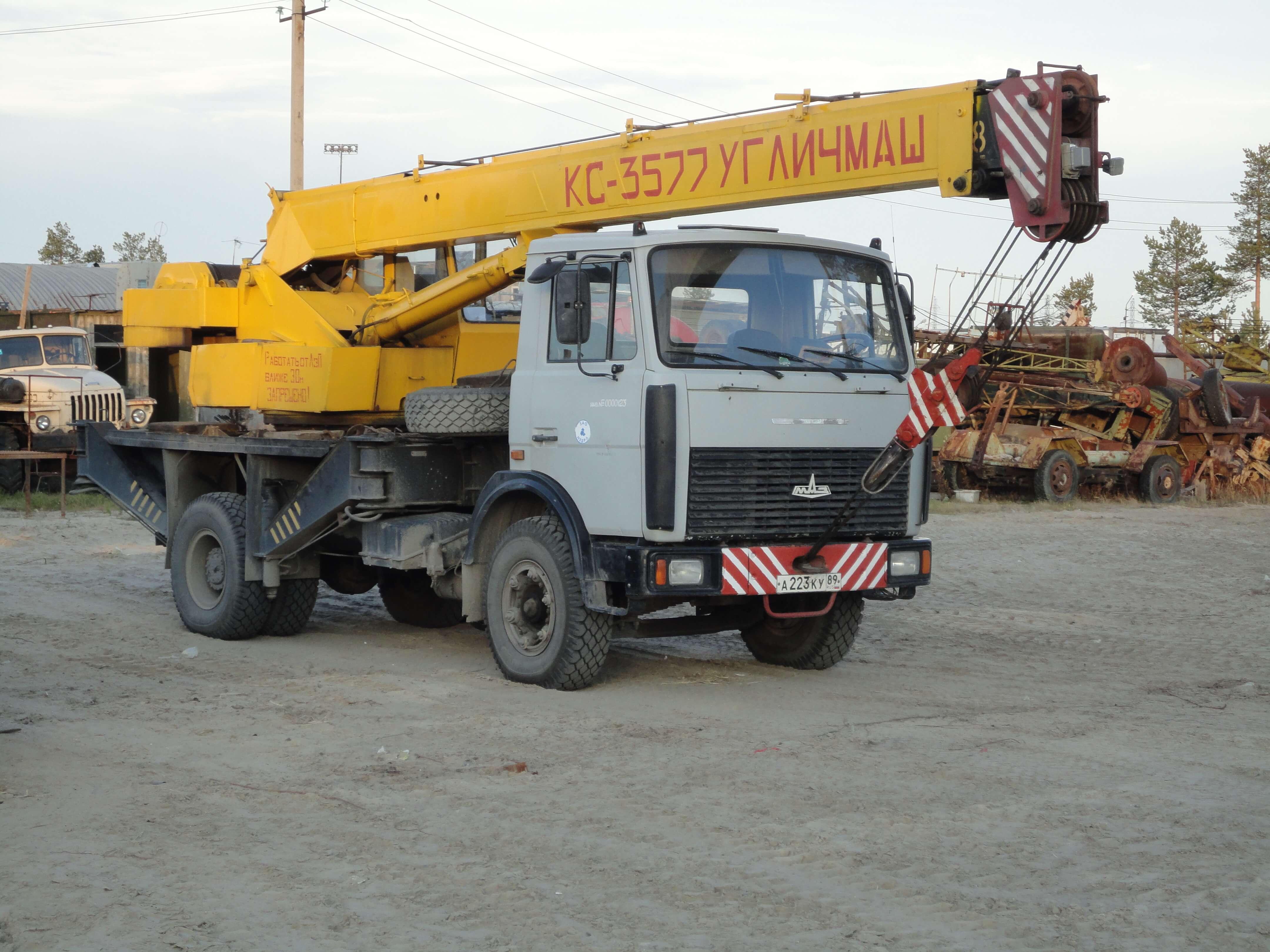 Автокран Угличмаш на шасси автомобиля МАЗ 5337