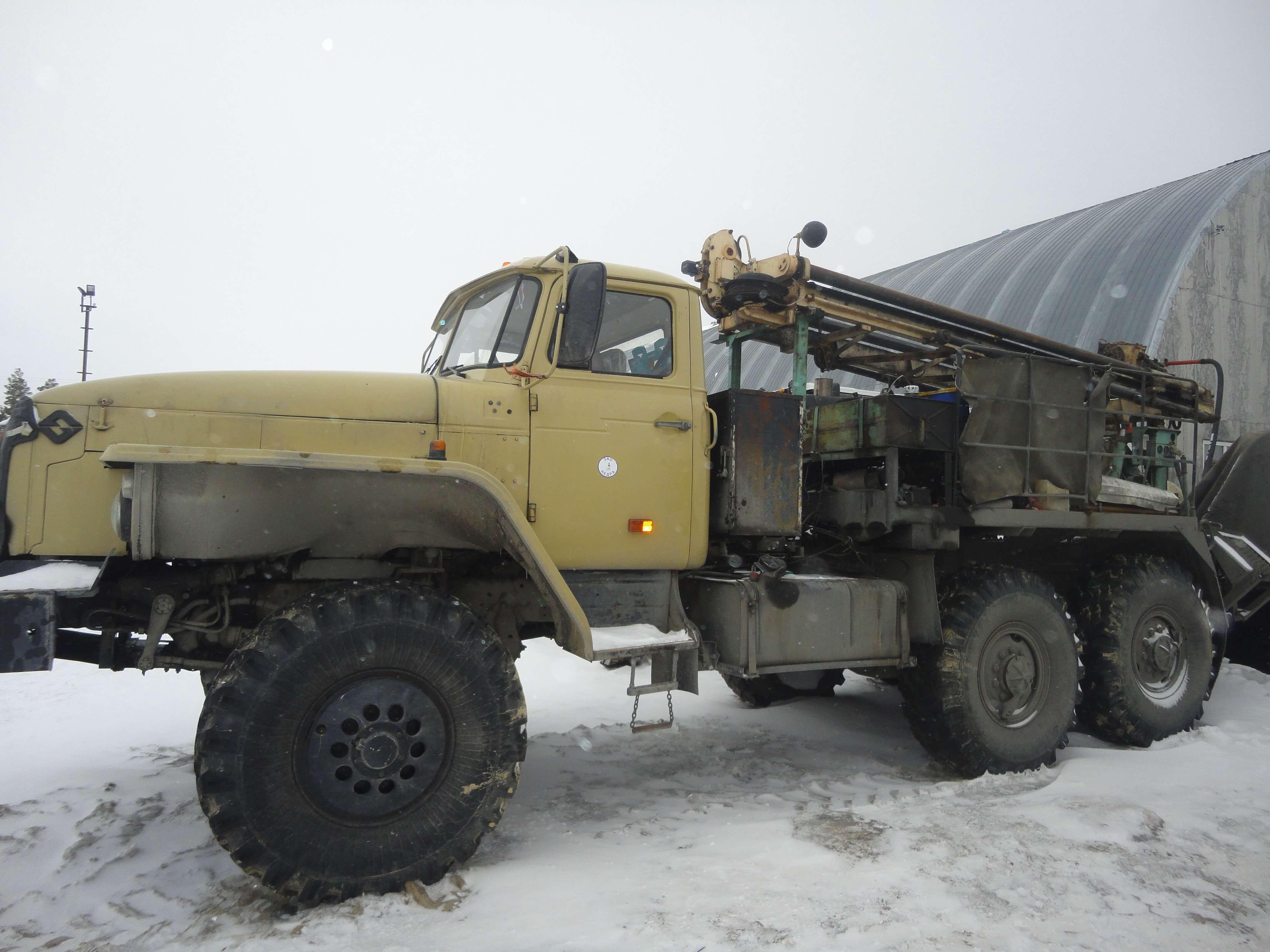 Буровая установка ПБУ-2 на шасси УРАЛ 4320